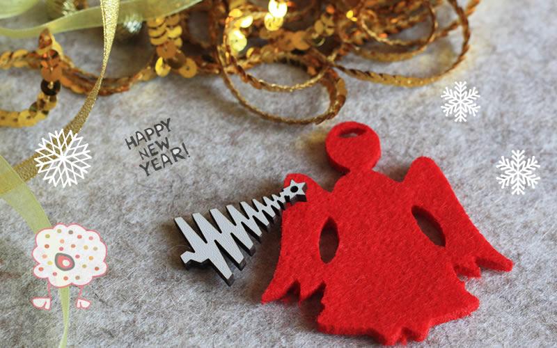 Ángel de Navidad en fieltro rojo para decorar el árbol de Navidad