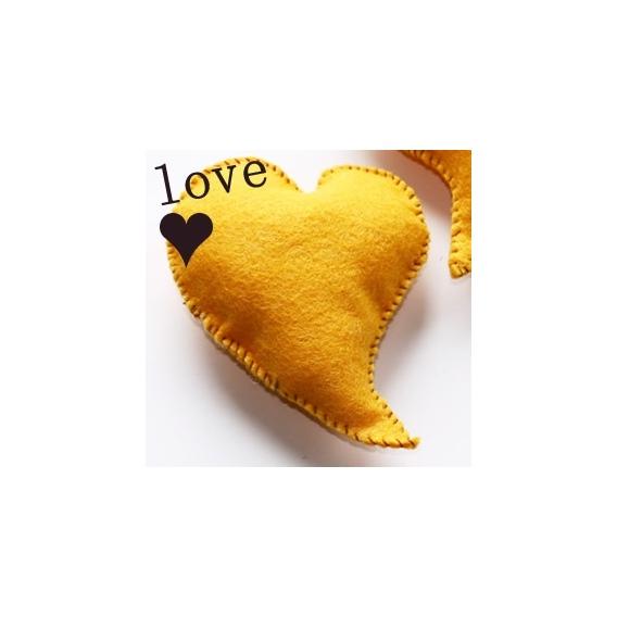 Corazón 3D Amarillo De Fieltro